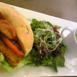 鶏肉のサンドイッチ(メゾンカイザーカフェ COREDO日本橋店)