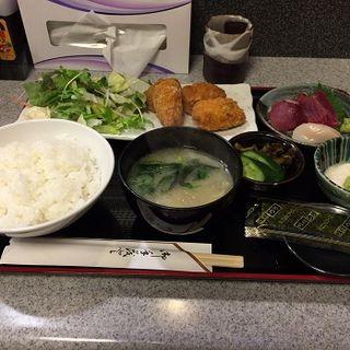 カキフライと刺身盛りの定食(やまお)