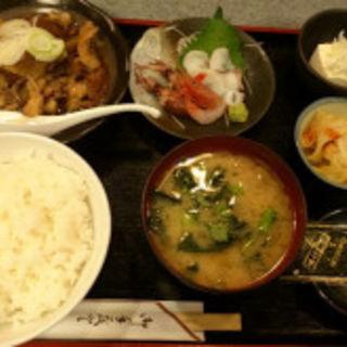 牛すじ煮込+刺身2点定食(やまお)