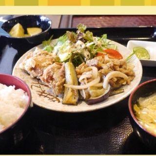 茄子みそ炒めと鳥唐揚定食(ヨコスカシェル (YOKOSUKA SHELL))