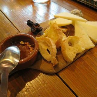 スペインチーズ盛り合わせ 6種(ラ オリーバ (La Oliva))
