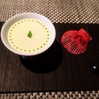 生雲丹 甲殻類のジュレになめらかなフヌイユのクリーム(ラ ターブル ドゥ ジョエル・ロブション)