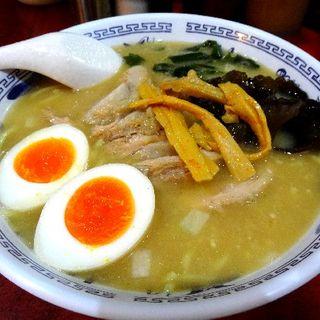 豚骨ラーメン+チャーシュー+煮玉子(ラーメン マキタ)