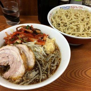 ラーメン(ニンニク、ヤサイ)+つけ麺+タマネギキムチ(ラーメン二郎 亀戸店 (らーめんじろう))