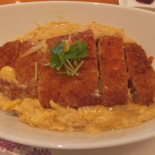 とろとろ玉子のカツ丼(ラウンジ kinkei (キンケイ))