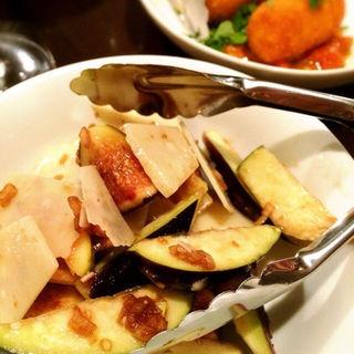 水茄子と黒イチジク、パルミジャーノのサラダ(リカーリカ (Osteria Bar Ri.carica))