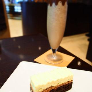 モントルー+アイスチョコレートドリンク(リンツショコラカフェ銀座店)