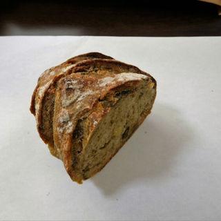あおさとアンチョビ カシューナッツのパン(ハーフ)