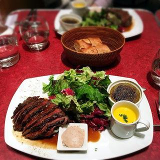 大満足 ! 牛ハラミ肉ステーキプレート(ル・プレヴェール (Le Pre Verre))
