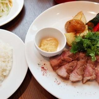 イベリコ豚のステーキ/ライス付(ルームラックス カフェ)