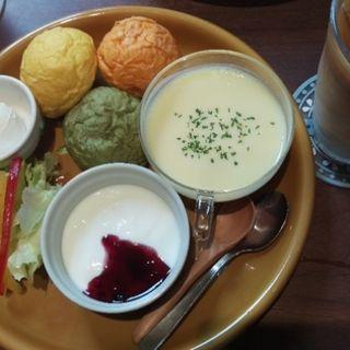 3種の野菜ロールパン北海道産クリームチーズ添え(瑠之亜珈琲 銀座インズ店)