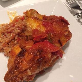 フランス産丸ごとひな鶏のバスク風トマト煮込み(レ ロジェ ビストロ ド ロア (LES ROSIERS BISTROT DE L'OIE))