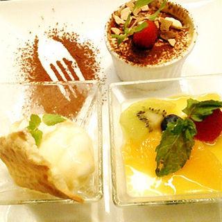 デザートの盛り合わせ(ワカヌイ ラム チョップ バー ジューバン (WAKANUI LAMB CHOP BAR JUBAN))
