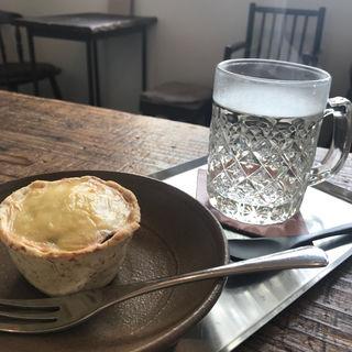 厚揚げとしめじの生姜味噌グラタンと梅ドリンク(マメトコナ)