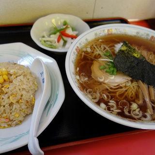 ラーメンと半チャーハンのセット(三福 )