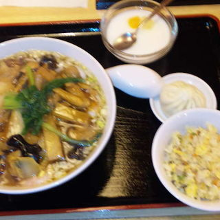 うま煮そば&半チャーハン(上海味わい )