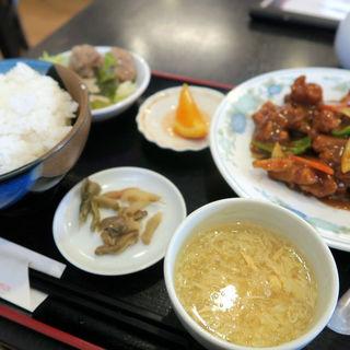 若鶏のカレー味炒め定食(中国料理 富美 (チュウゴクリョウリフーメイ))