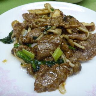 牛肉とキノコのオイスターソース炒め(中国料理 獅子 (チュウゴクリョウリ・シシ))
