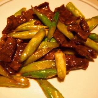 牛肉のオイスターソース炒め(中国飯店 富麗華 (チュウゴクハンテンフレイカ))