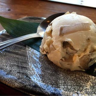 いぶりがっこクリームチーズ(中目黒 炭火ダイニング ABE-YA! (アベヤ 【旧店名】炭火道場 別邸 はなれ 中目黒))