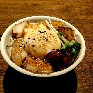 ミニチャーシュウ玉子丼(中華そば カリフォルニア)