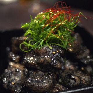 熟成鷄の炭炙り焼き(九州薩摩地鶏の個室居酒屋 九遠 赤坂本店)