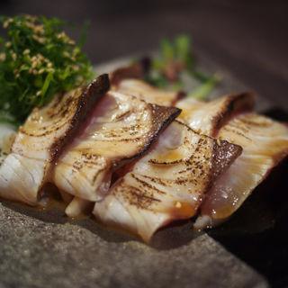 胡麻醤油漬け炙りカンパチ(九州薩摩地鶏の個室居酒屋 九遠 赤坂本店)