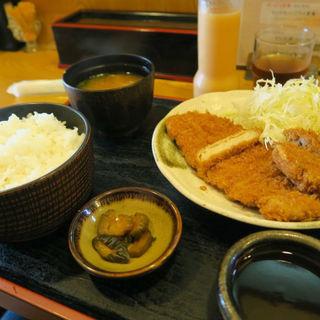 ロースかつ定食850円(五福 )