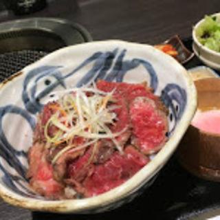 ローストビーフ丼(仔虎 エスパル店 (コトラ))