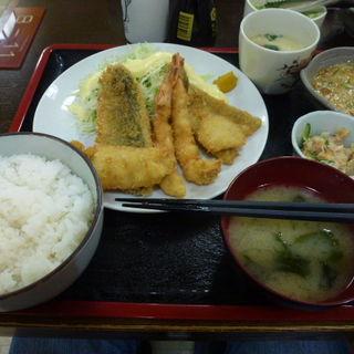 ミックスフライ定食(志摩 (しま))