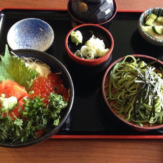 鮭ルイベ丼の茶蕎麦セット