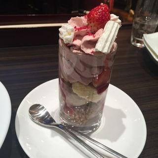 苺とピスタチオナッツのショートケーキ(俺のフレンチ TOKYO )