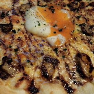 フォアグラと卵のピザ(俺のやきとり 蒲田 )