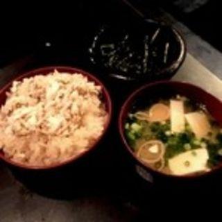 鯛めし&お味噌汁(個室 和食居酒屋 島の恵みと喰らえ 酒場 新橋店)
