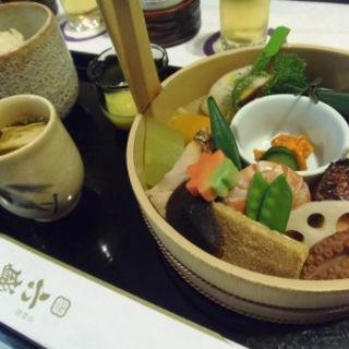 手をけ弁当(六盛 (ろくせい))