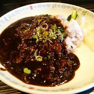 牛バラ肉の黒カレーかけご飯(十六房 )