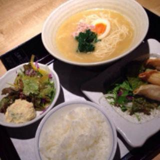 ラーメンとご飯と餃子のセット(博多松すけ)