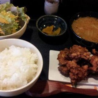 日替わり定食(鶏のからあげとカニ入り豚汁)(厚切り焼肉 食 )