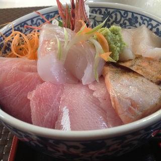 海鮮丼(友福丸 (ともふくまる))