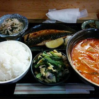 トロさばの塩焼きと味噌チゲスープの定食(和 )