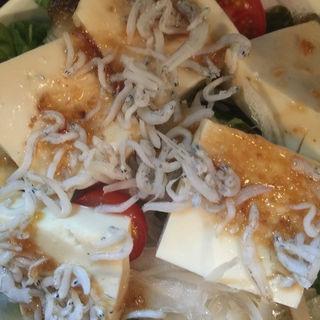 覚王山豆腐のシラスサラダ(和バル 結屋 (和バル 結屋 yuya))