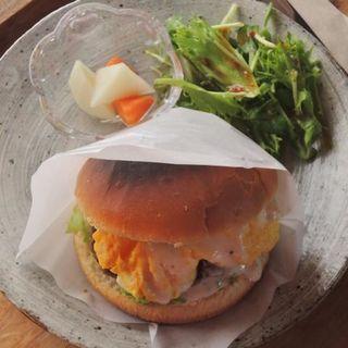 ワンプレートランチのハンバーガー(和徳石庵)