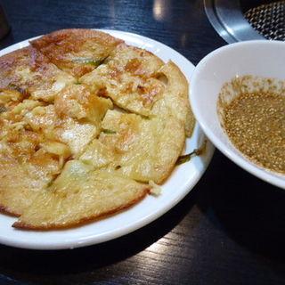 エビとチーズのニラチジミ(和牛焼肉 犇和)