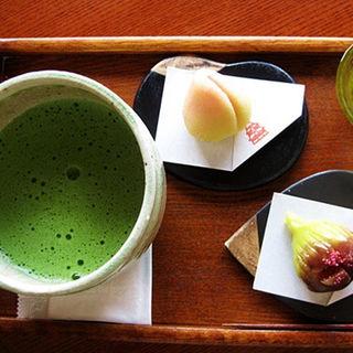 上生菓子抹茶セット(白桃・イチジク)(喫茶きはる )