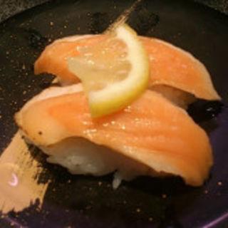 炙りサーモン(回転寿司 大江戸 川崎店)
