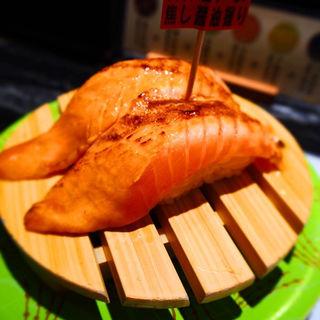 炙りトロサーモン焦し醤油握り(回転寿司 根室花まる 銀座店)