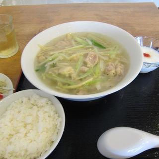 鶏肉と野菜の塩そば(ランチ)(回頭)