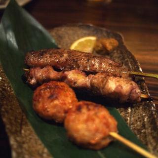 佐賀県産ふもと赤鶏の串焼き3本盛り合せ(囲 溝の口店 (カコイ))