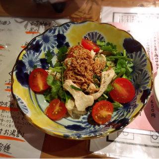 パクチーと鶏肉のサラダ(大衆餃子酒場 choi)