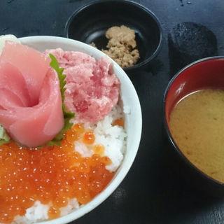 5色いくら丼定食(大遠会館 まぐろレストラン )